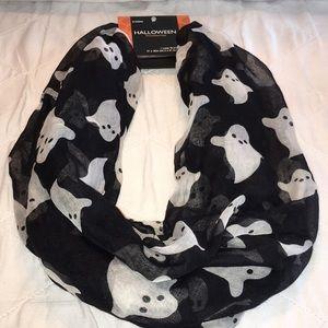 NWT Halloween 👻 Ghost Black & White Loop Scarf